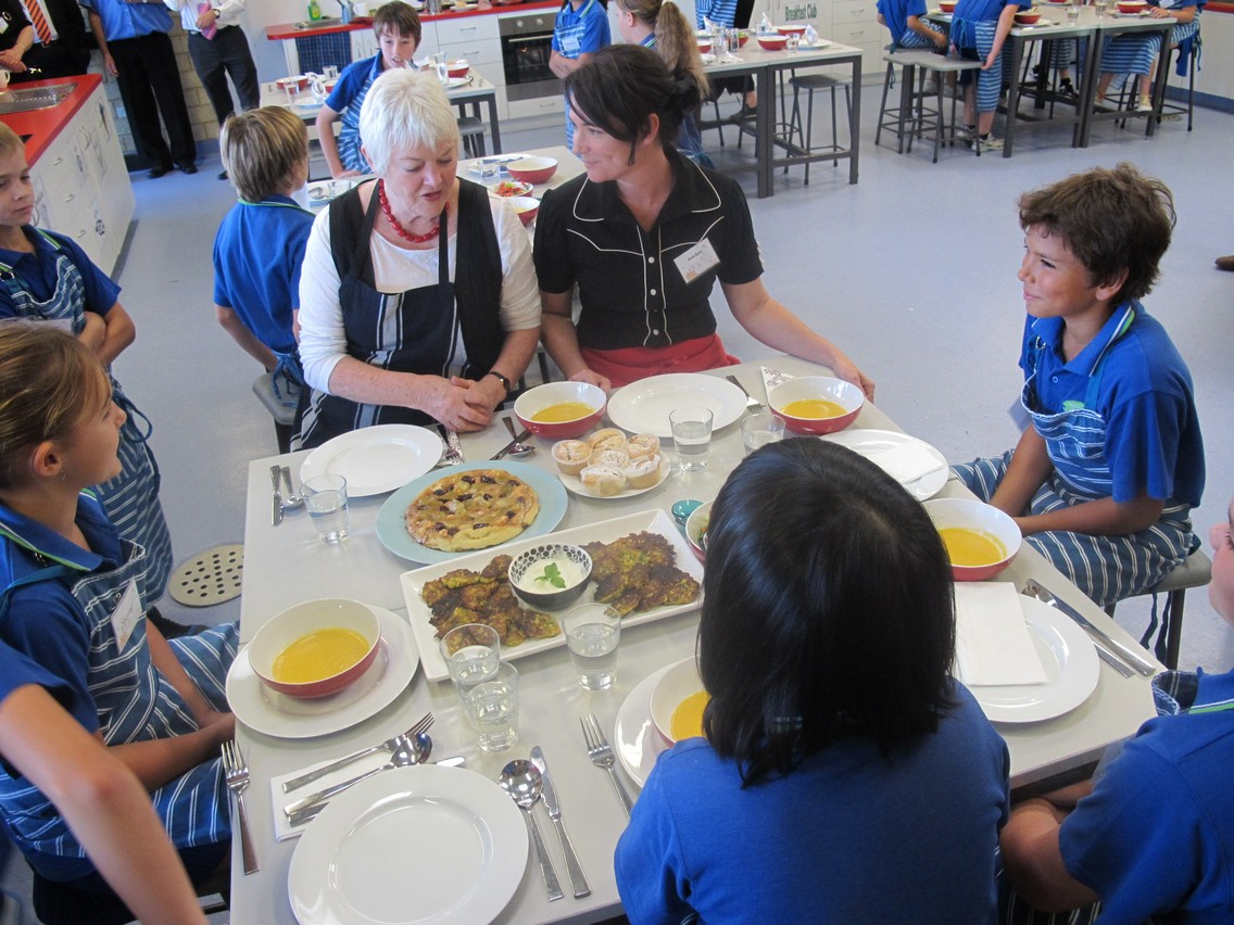 Round School Lunch Table - Viewing Gallery